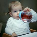 赤ちゃんに麦茶はいつから飲ませていい…?