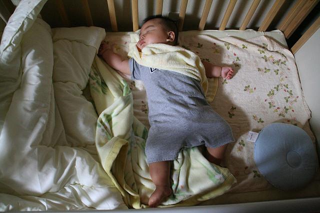 ベビーベッドはいつまで使える?赤ちゃんの睡眠環境を考えてみた
