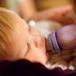 新生児の哺乳瓶の消毒はいつまで…?