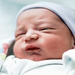 新生児が「ぐずる」9つの理由と上手な対処法