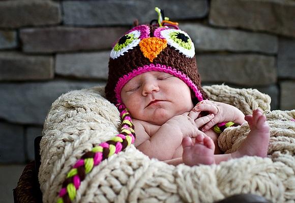 新生児がミルクを吐く5つの理由と対策