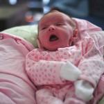新生児のくしゃみが多い2つの原因と対策
