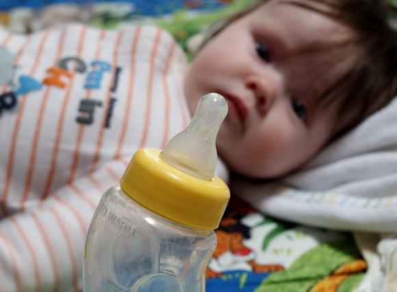 赤ちゃんがミルクを飲まない…と悩んだ時に確認すべき10のポイント