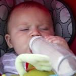 気をつけて!赤ちゃんの水分補給でやってはいけない2つの事
