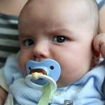 赤ちゃんの耳が臭い…意外な4つの原因と対処法