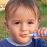 赤ちゃんが歯磨きを嫌がる…口を開けてもらう上手な方法