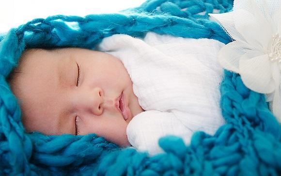 新生児の睡眠時間が平均通りにならない理由